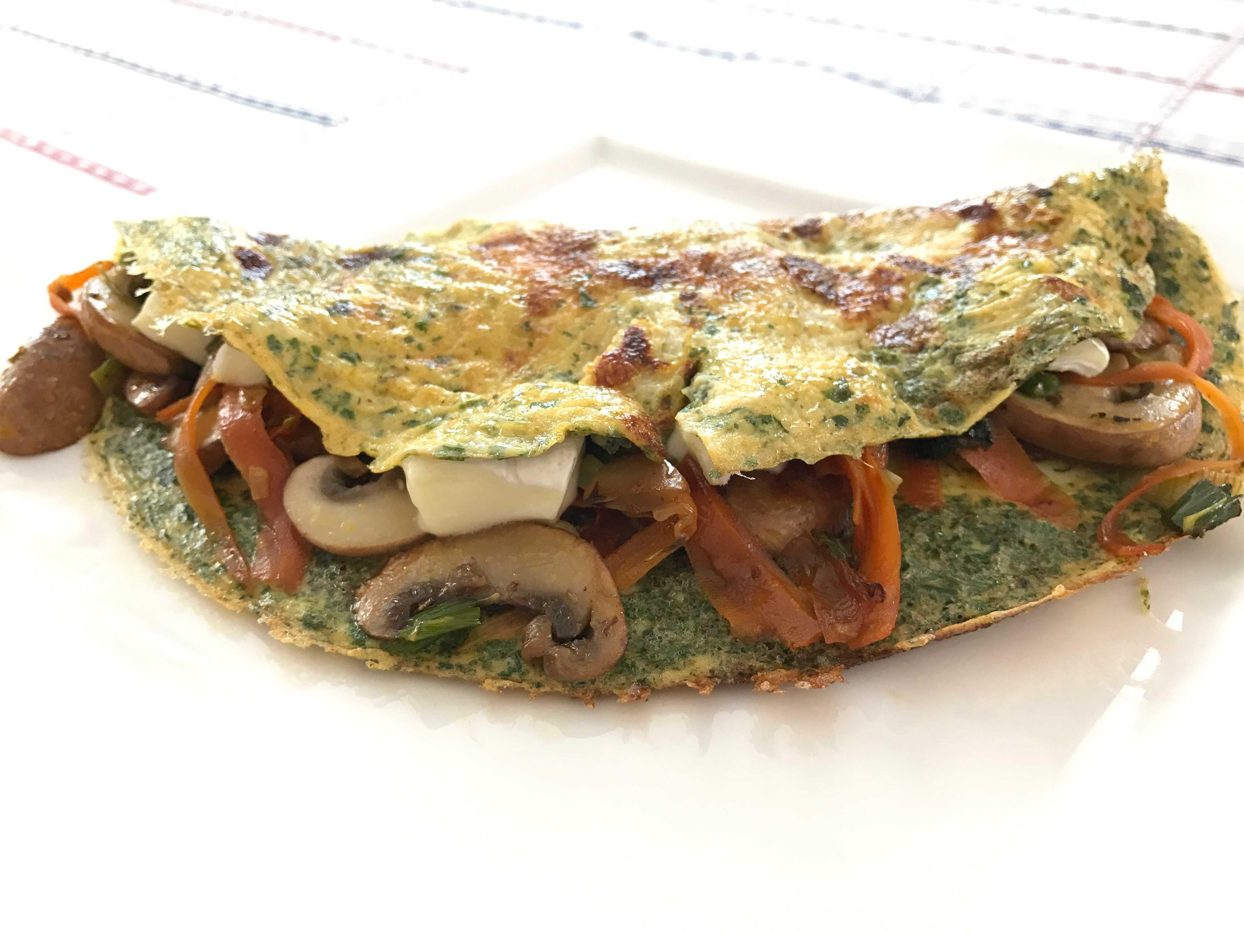 Omelette mit Gemüse und Käse